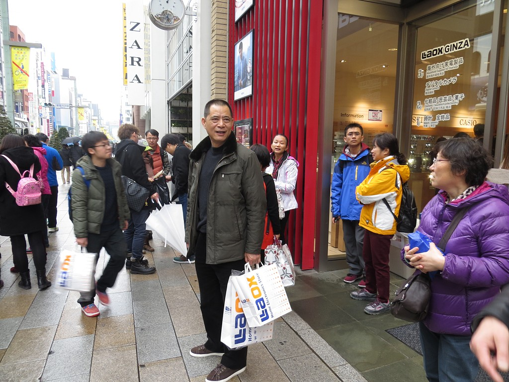Chinese tourists spend 130 bln USD overseas in 2018: report