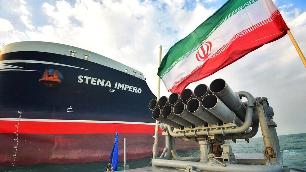 Iran captures foreign vessel smuggling oil in the Gulf