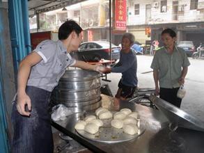 Fujian bun shop fills stomachs, and hearts, for free