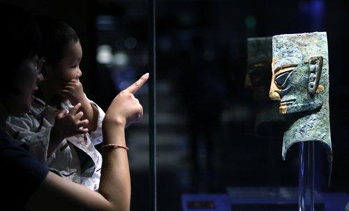 'No food, no running' rule at museums sparks online debate