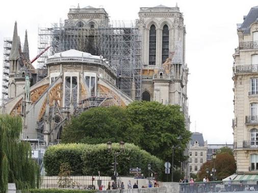 Paris downplays Notre-Dame lead poisoning fears