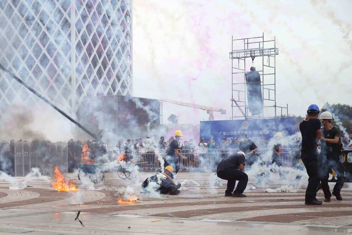 Shenzhen police carry out drill