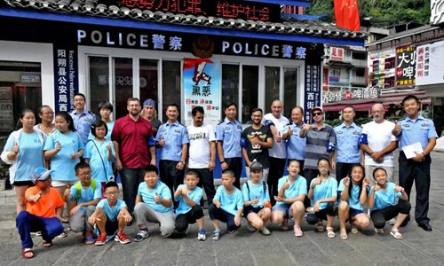 More foreign volunteers help newcomers to China