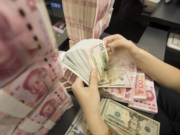 Chinese yuan weakens to 7.0136 against USD Friday