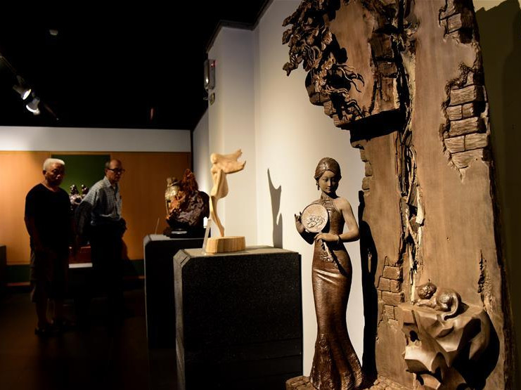 People visit wood carving exhibition in China's Taiwan