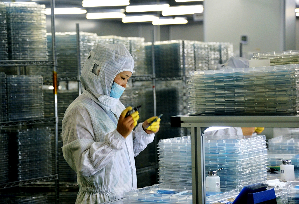 China honors ten outstanding scientific workers