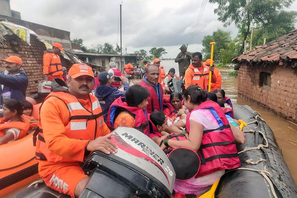 Death tolls in India floods rises to 104