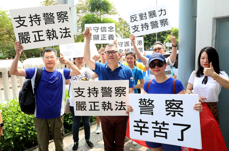 Hong Kong people express support for police, calling for end to violence