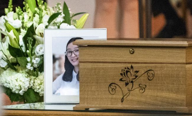 Family of slain Chinese scholar holds memorial