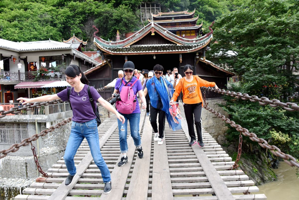 Red tourism attracting more young travelers