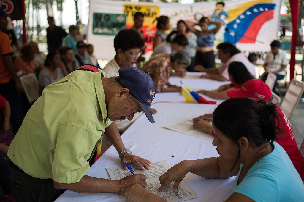 Venezuela organizes anti-Trump signature drive