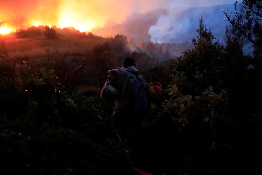 Residents evacuated as winds fan major wildfire on Greek island