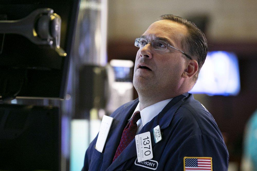 US stocks close lower amid rising growth anxieties