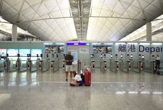 Protesters paralyze airport as HKSAR chief executive appeals for end to violence
