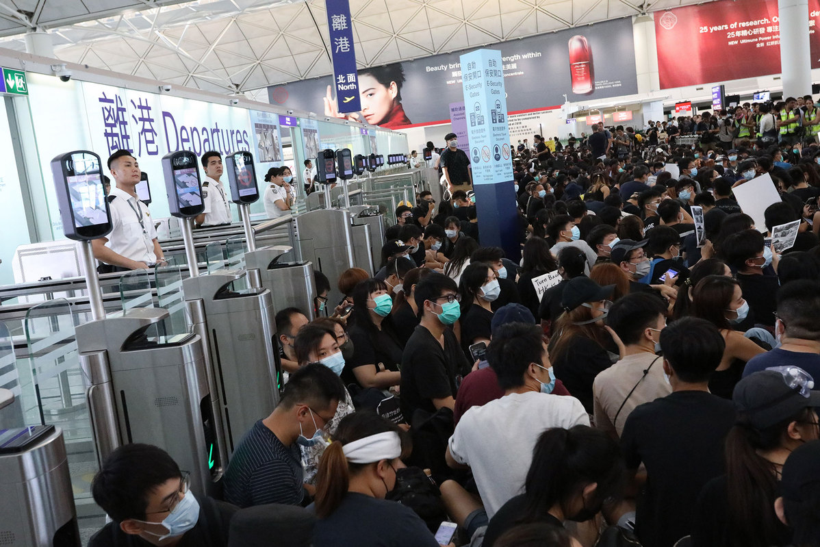 HK court bans protesters from airport