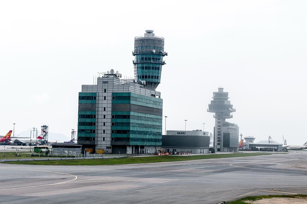 Hong Kong airport resumes operation after halt