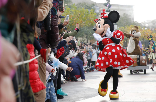 Student sues Shanghai Disney over no-outside-food policy