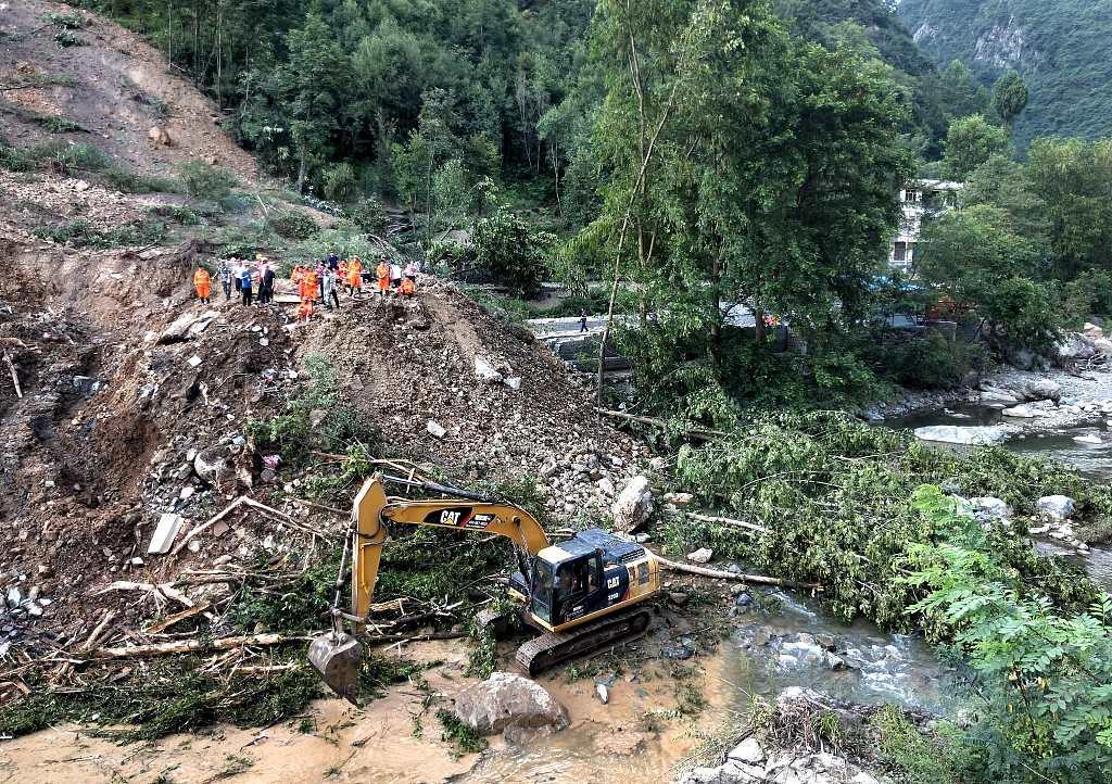 7 killed in SW China landslide