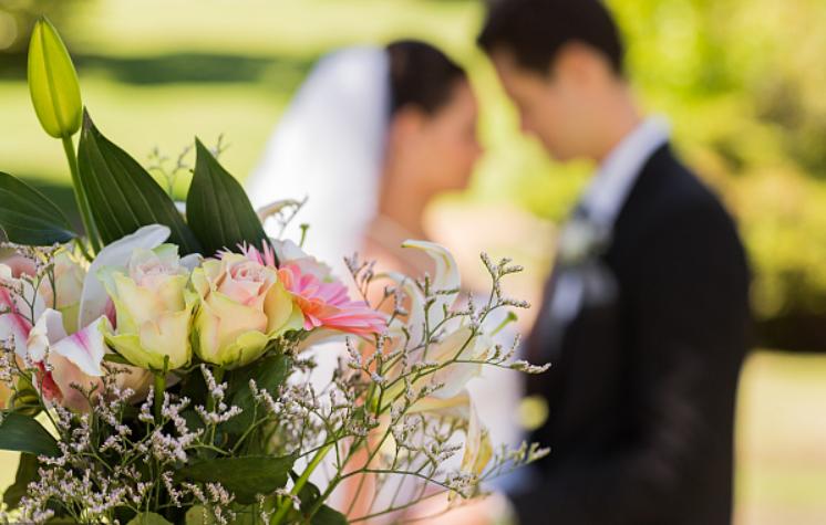 Shanghai newlyweds' average age keeps rising