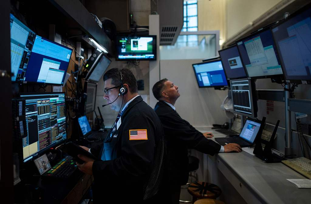 US stocks cling to modest gains amid recession fears