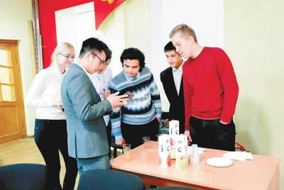 Oversea students strive for national rejuvenation after Xi's encouragement