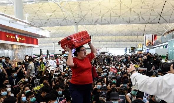 Singapore traveler shares HK airport escape on social media