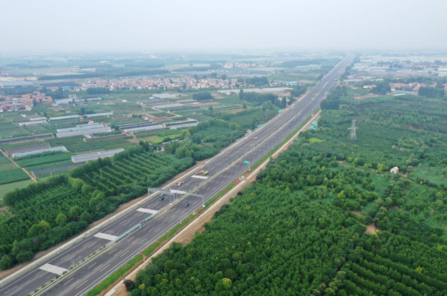 China's first intelligent connected expressway conducts self-driving tests