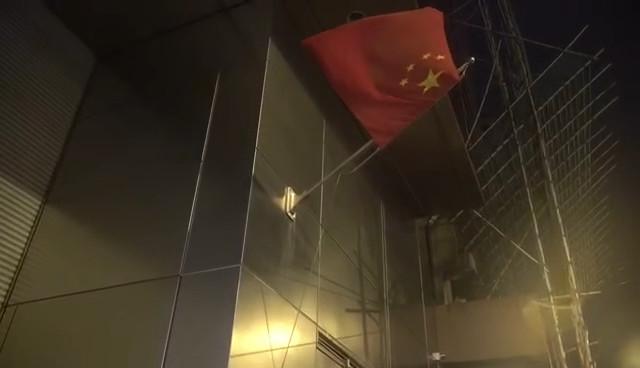Men pull down national flag in HK