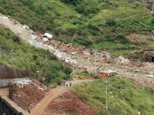 4 bodies retrieved from site of rock collapse blocking major railway line