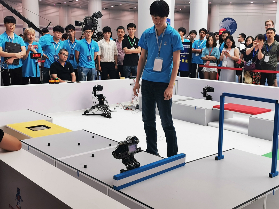 China hosts first international autonomous robot competition