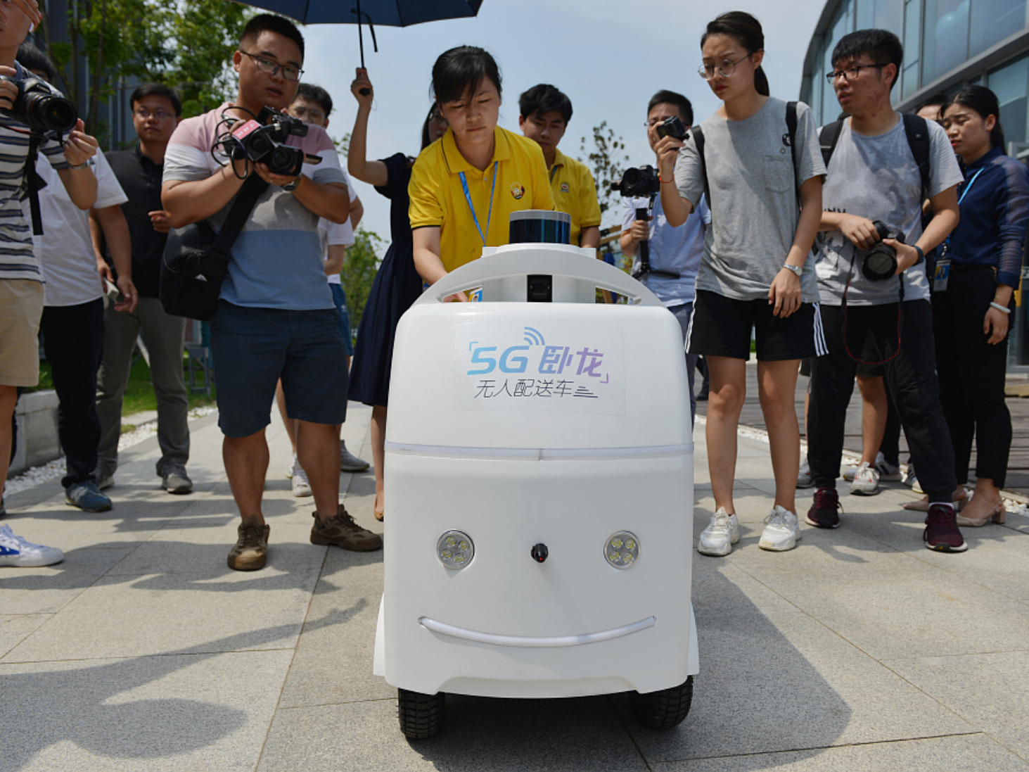 5G-assisted unmanned delivery car supports smart retail in Chinese city