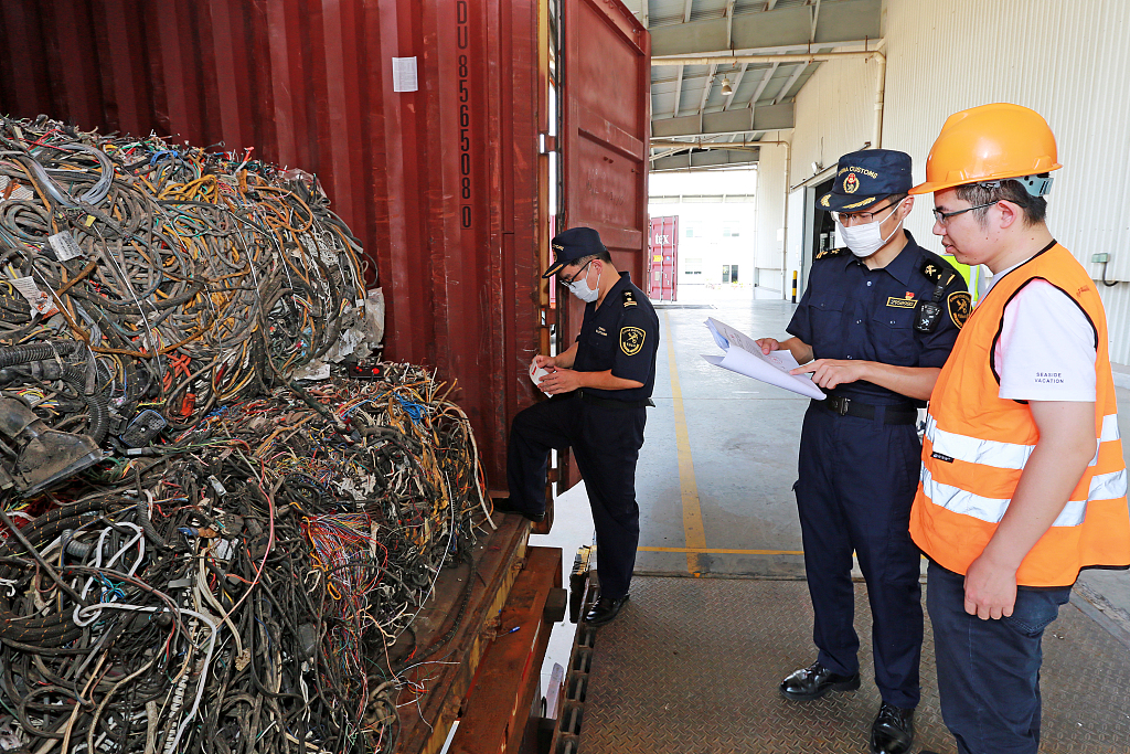 China's H1 solid waste imports fall over foreign garbage ban