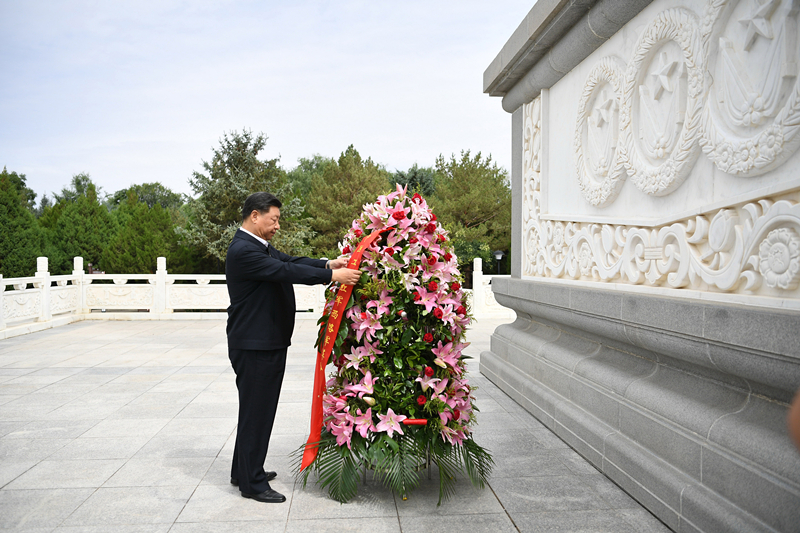 Xi pays tribute to Red Army martyrs in Gansu, NW China