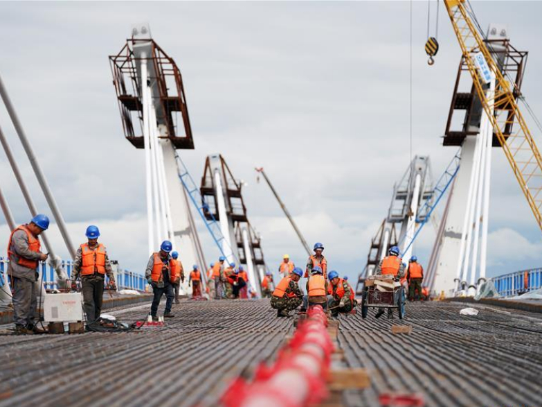 First highway bridge connecting China and Russia under construction