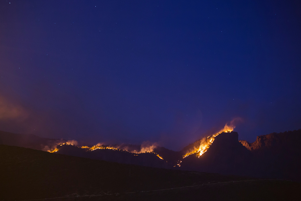 9,000 evacuated as fire in Canary Islands burns out of control