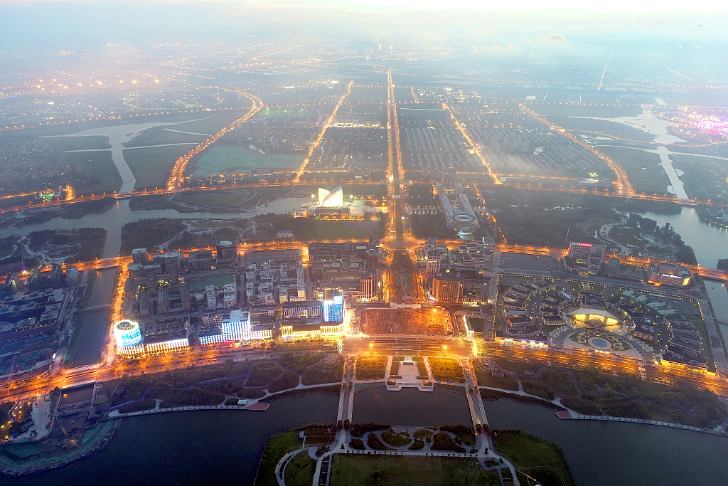 China to further ease market access in pilot free trade zones
