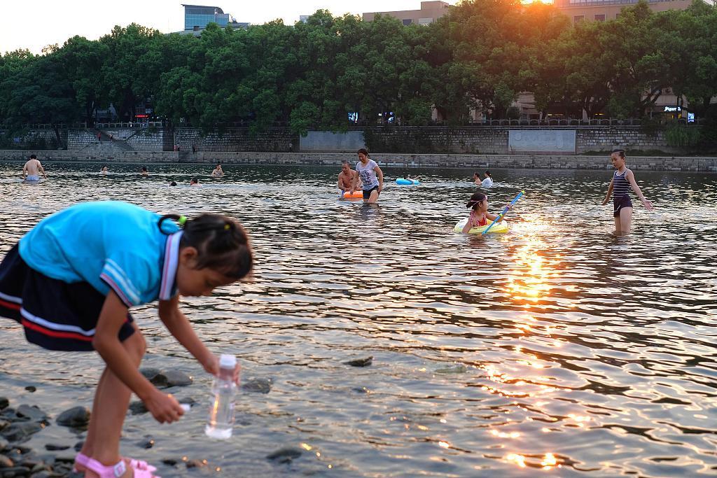 China renews yellow alert over high temperature