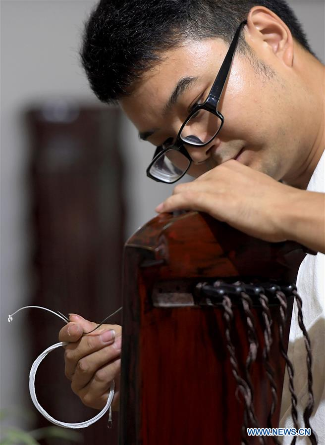 """Pic story: young man dedicated to promoting """"Guqin"""" culture"""