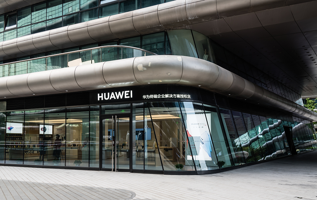 Huawei unveils first commercial AI chip, computing framework