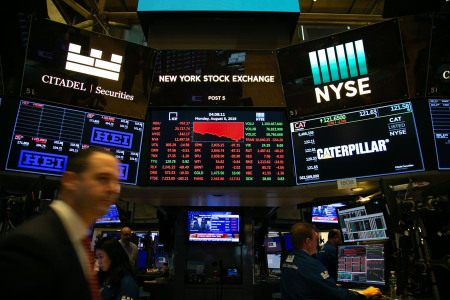 US stocks plunge amid concerns over trade tensions