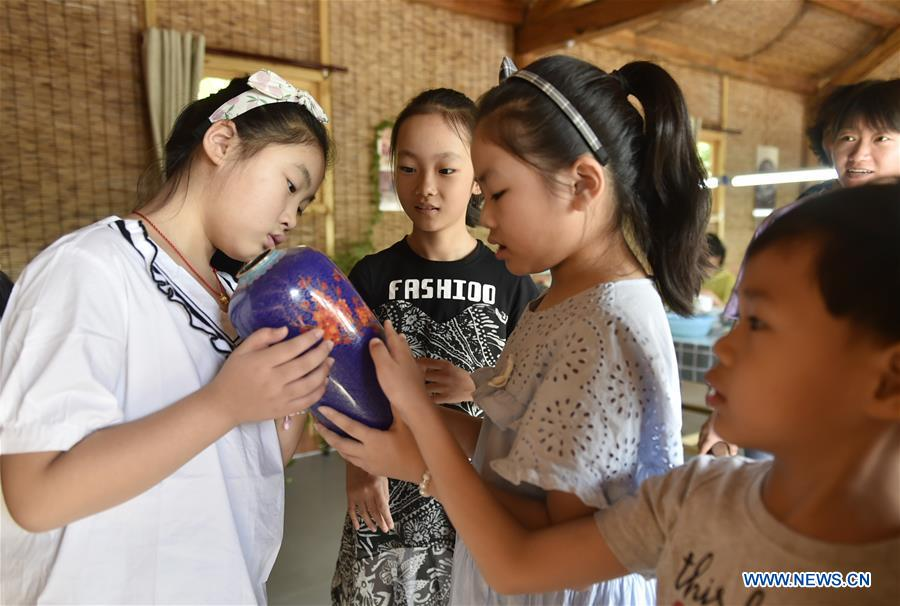 Kids learn cloisonne making skills in Xianghe County, China's Hebei