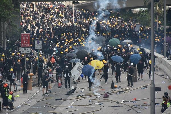 Hong Kong protests turn violent again