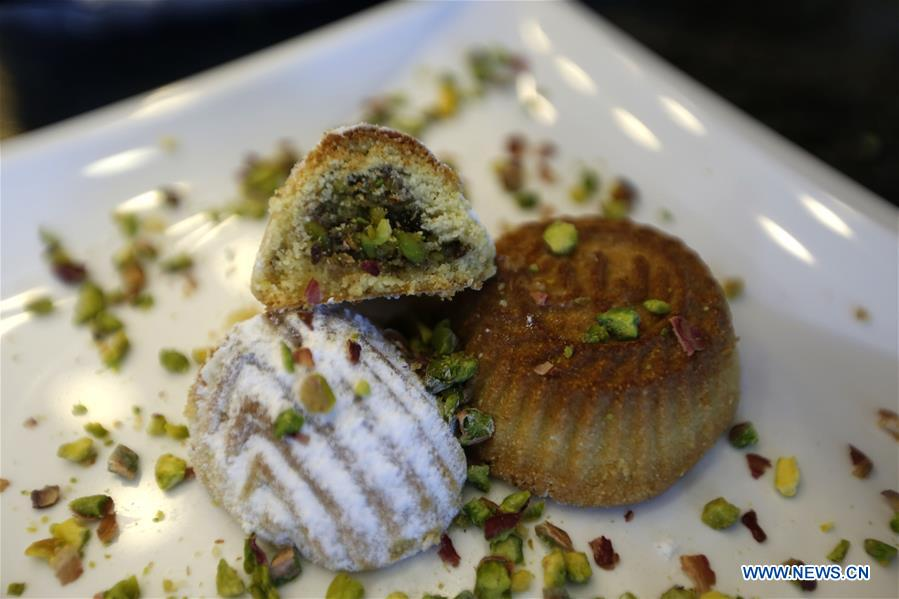 Lebanon' s traditional food: maamoul cakes