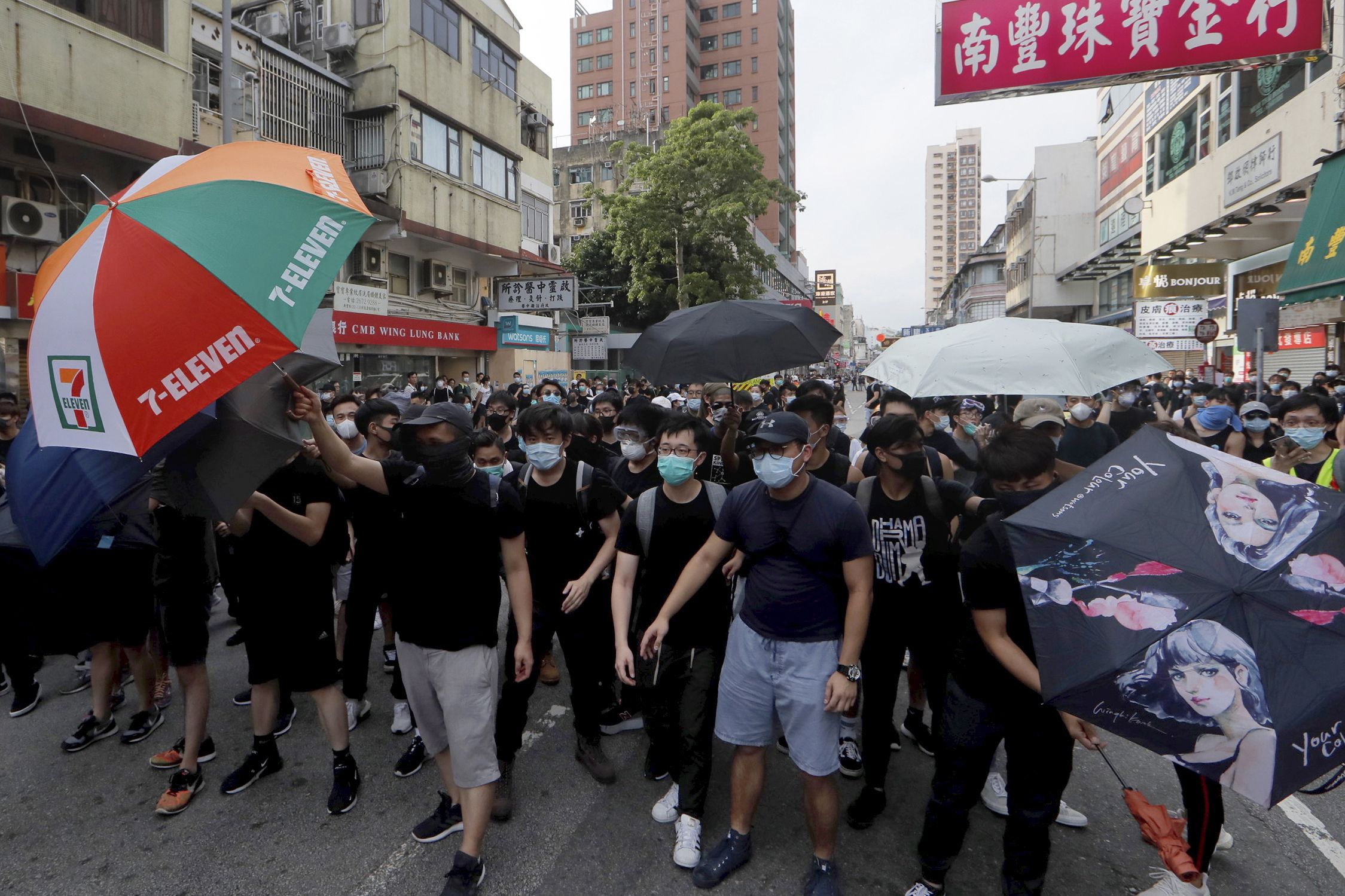 Violence escalates as HK rioters attack police