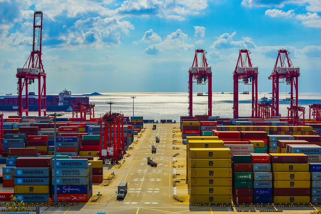 China rises to world's largest goods trade country in 70 years