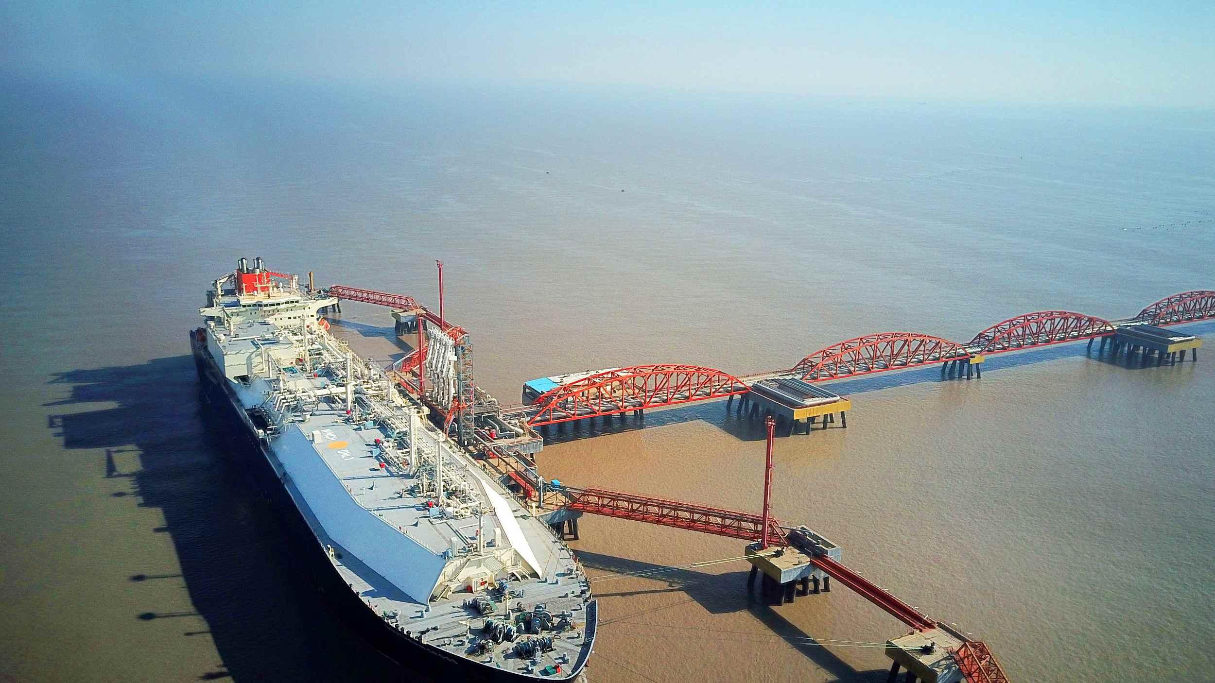Large smart oil tanker delivered in NE China