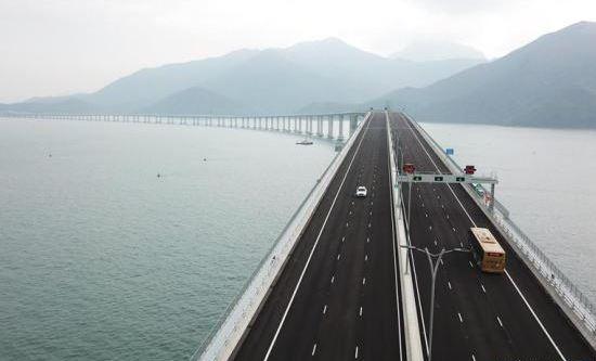 macau bridge (xinhua).jpg