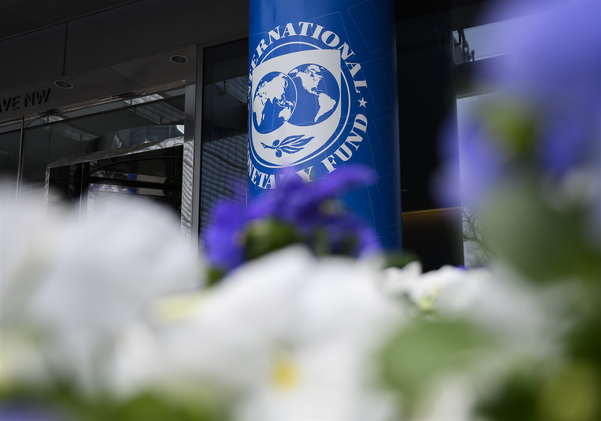Argentina asks IMF to restructure debt payments