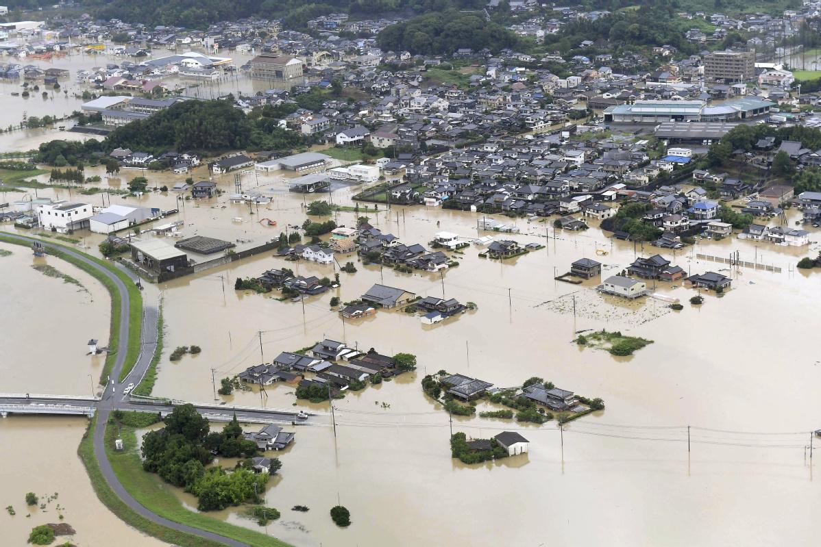 Japan orders 850,000 to flee heavy rains