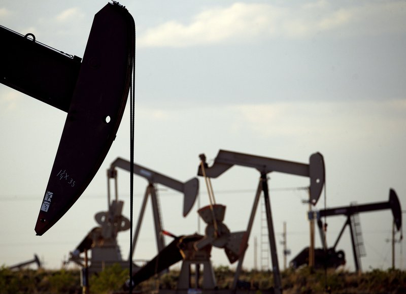 US proposing easing rules on climate-changing oil emissions